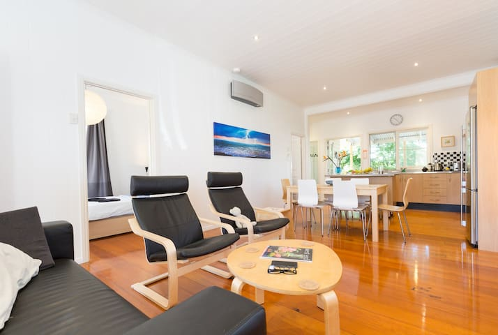 Sunny Top Level Townhouse - Exec - West End - Townhouse