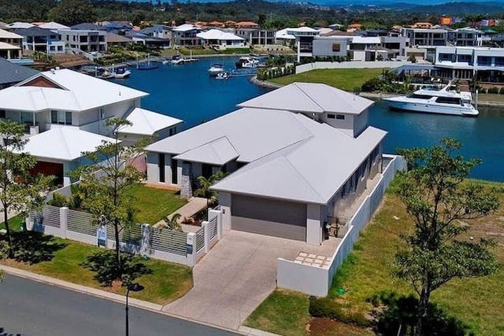 Waterfront Holiday Home Near Theme Parks - Helensvale - Vakantiewoning