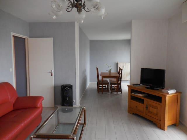 St-Dizier centre ville superbe appartement F5 - Saint-Dizier - Daire