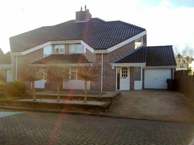 Nice house with free parking - Heerhugowaard - Casa