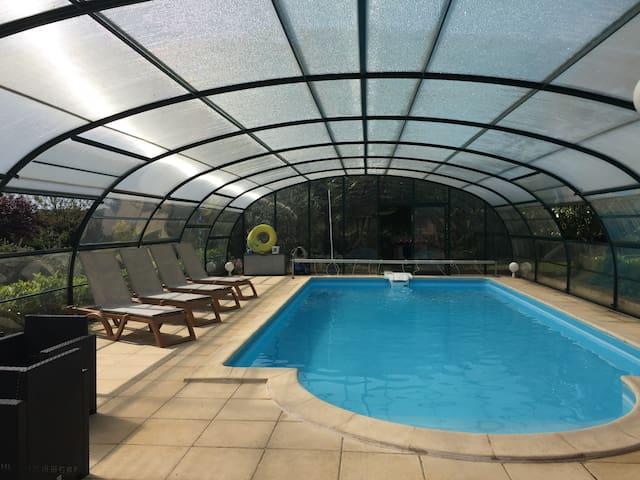 Maison avec clim piscine chauffée jaccuzzi ss dôme - Hautefort - Hus