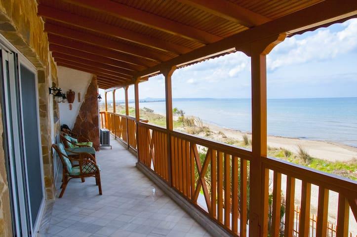 On the beach 95sq.m apartment in Lechaina - Lechaina - Daire