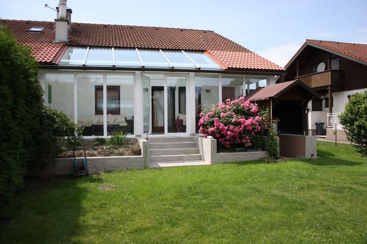Haus mit Wintergarten UNO-City - Wien