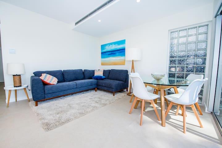 Sunset@Corlette-Brand new modern waterfront luxury - Corlette - Appartement