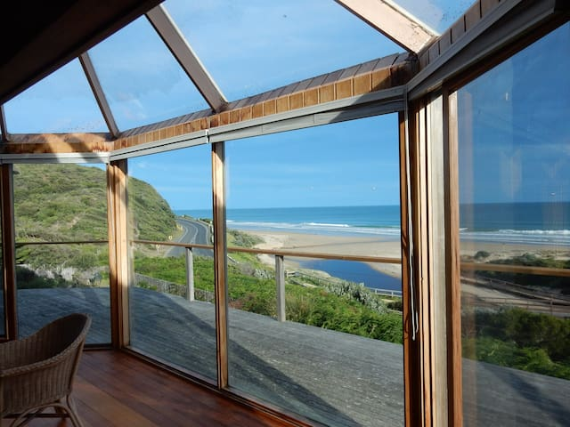 More holiday dates released - views & beach access - Moggs Creek - Haus