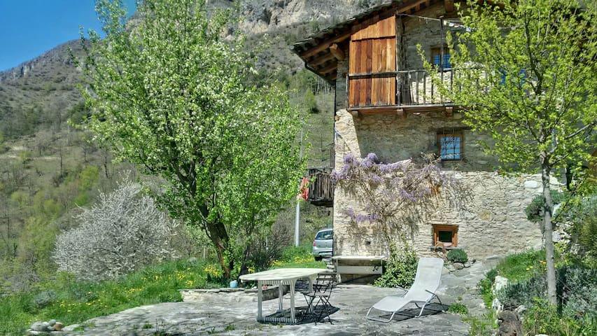 La natura dolce e selvaggia della Valle Maira - Camoglieres - Casa