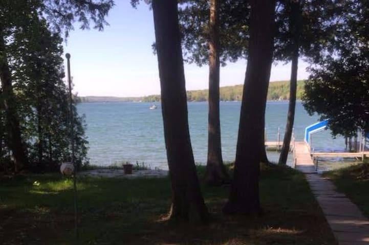 Large Walloon Lake Waterfront Getaway - Petoskey - Dům