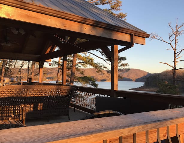 Lake Front Living. - New Tazewell - Дом