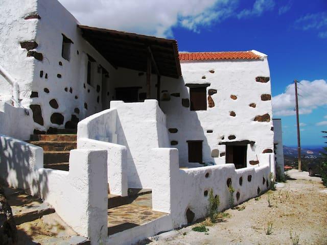 Quaint house-traditional Cretan village - Askordalos