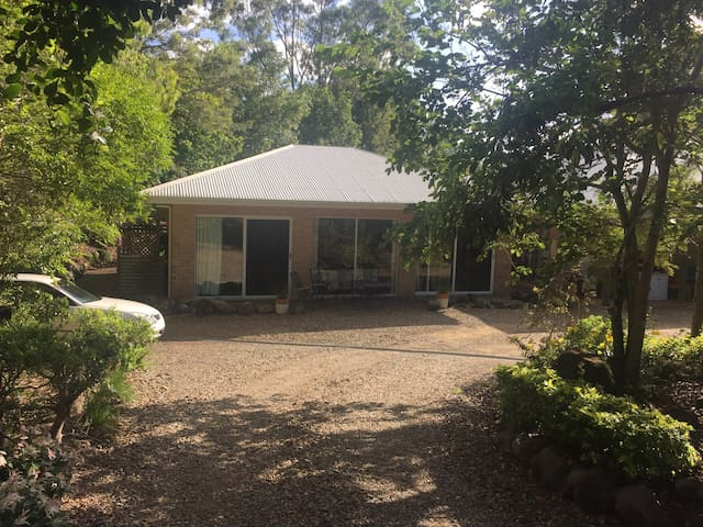 Quiet acreage still close to beach. - Yandina Creek - Hus