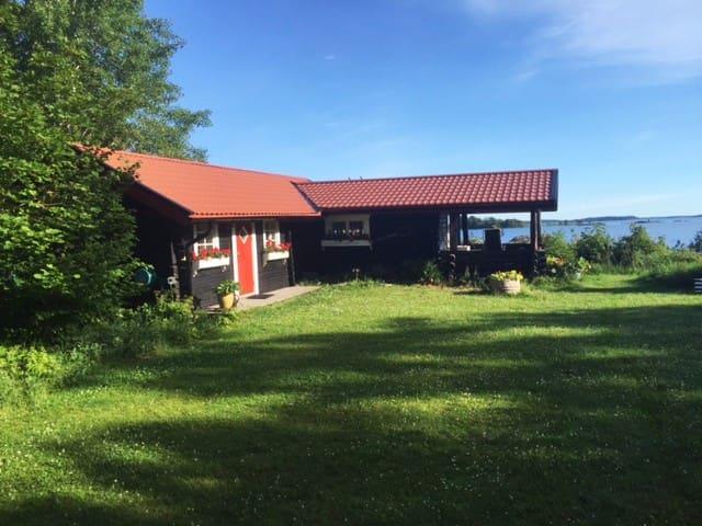 Sjötomt i Herräng - Norrtälje N - Cabaña en la naturaleza