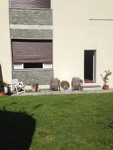dependance with private garden - Lecco - Hus