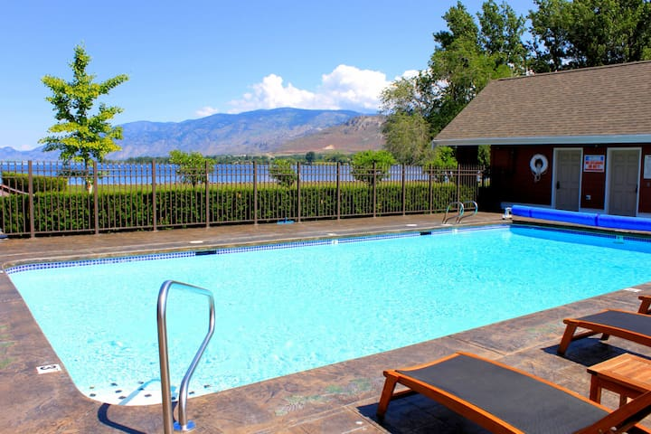 Gorgeous 3 Story Townhouse on Lake Osoyoos - Oroville - Townhouse