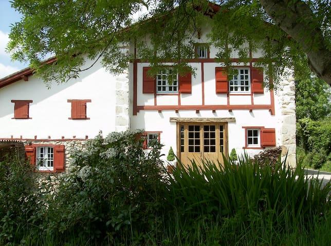 Chambres d'hôtes Maison Anderetea - Mendionde - Bed & Breakfast