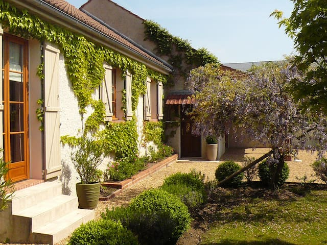 Maison Brian et Christiane - Loury - Bed & Breakfast