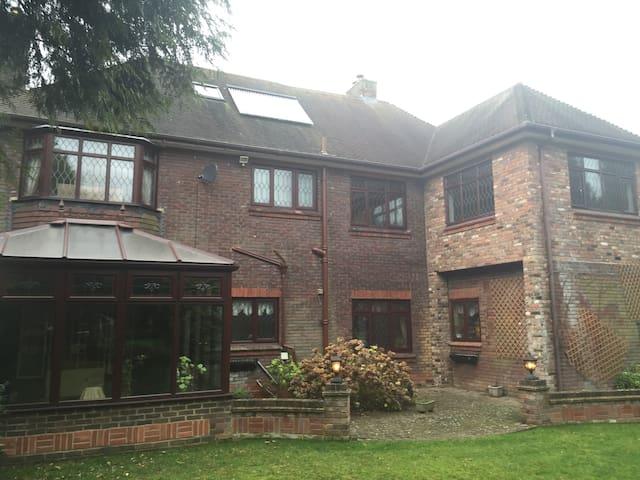 Stunning house in gated community - Luton - Villa