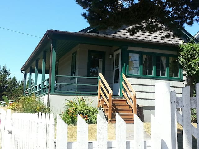 The Yett's Victorian Sea Cottage - Long Beach - Bungalow