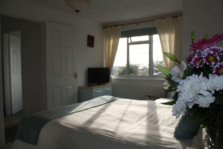 Home from Home B&B, private floor,dble rm&,bathrm - Seaford - Dům