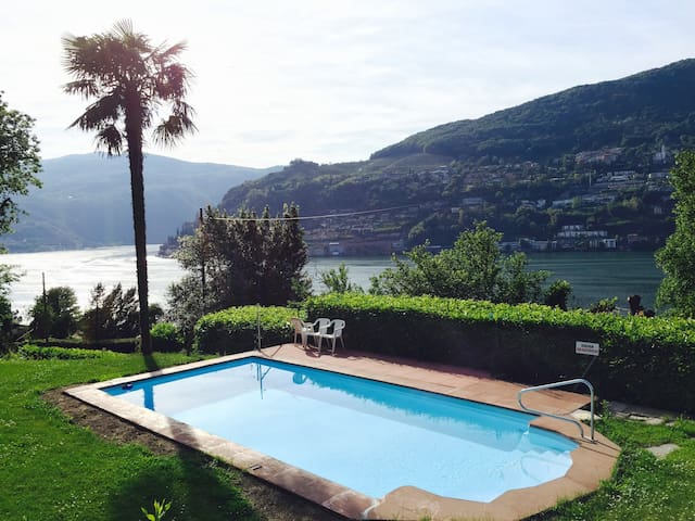 Relaxing Stay with a Stunning View on Lugano Lake - Brusino Arsizio - Leilighet