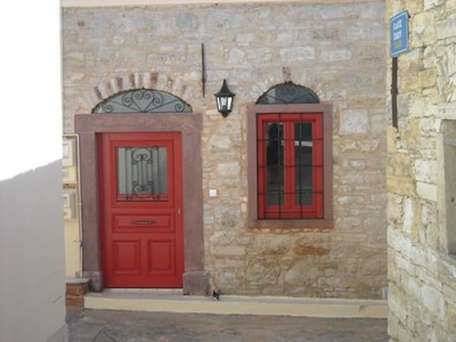 Restored stone house in Kini village in Chios - Chios - Casa
