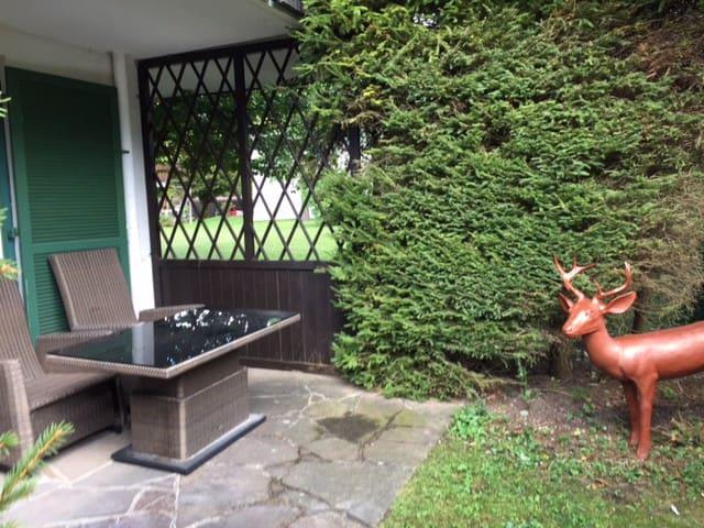 Ruhige helle 2 Zimmer Ferienwohnung am Tegernsee - Kreuth - Selveierleilighet