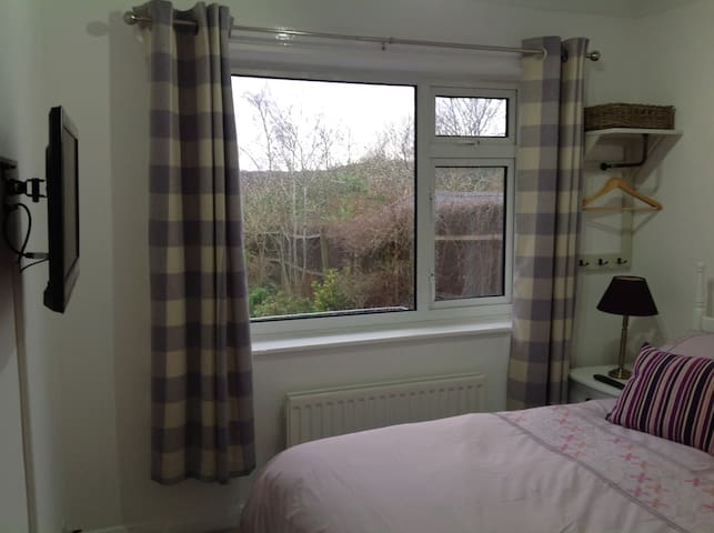 Double Room with Fantastic Chiltern Hills views - Radnage