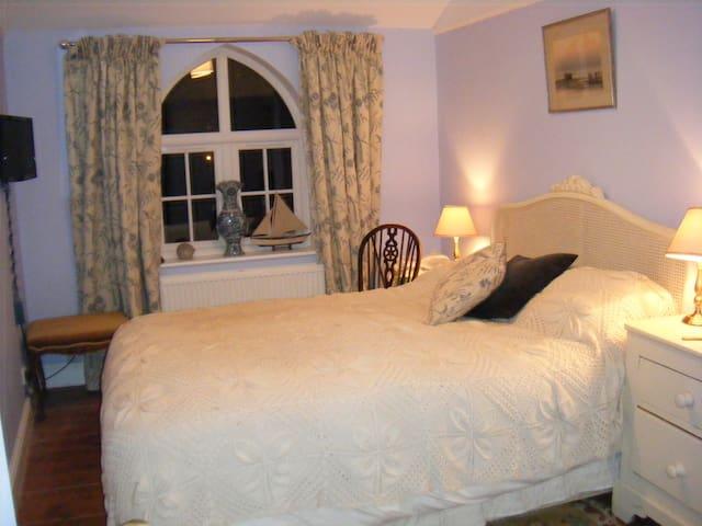 Light, quiet bedroom & Bathroom - Elham - Oda + Kahvaltı