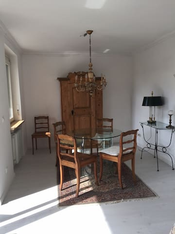 sunny very cosy 2 room flat, terrace, kitchen 72qm - Augsburg - Appartement