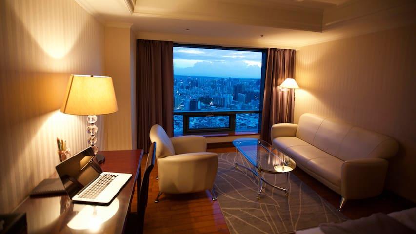 搭便利交通到逢甲夜市、舒適大空間、坐大沙發、從超高樓俯視台中夜景 loving Taichung1 - West District - Service appartement
