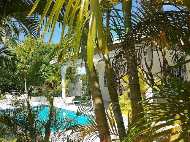 2 bed/2 bath house with pool. - Holetown - Huis