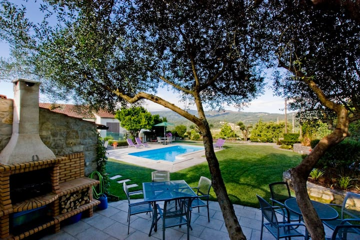 Modern apartment with pool and stunning views! - Penela - Daire