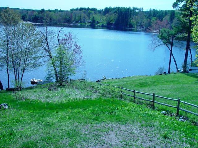 Four Season Lake House Retreat - Hillsboro - Huis