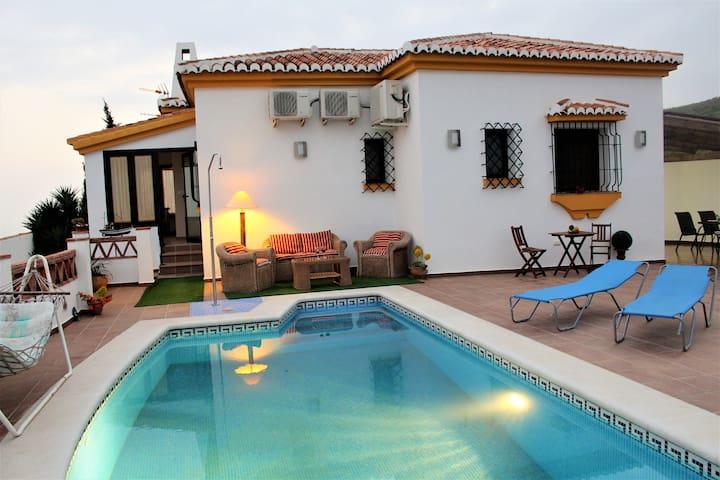 Villa with swimming pool with great Sea Views - Salobreña