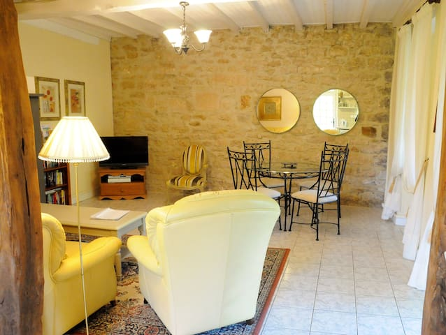 Beautiful stone cottage with a NEW swimming pool - Saint-Front-sur-Lémance - Hus