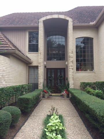 Book Now for Super Bowl 20 minutues to NRG - Houston - Bed & Breakfast