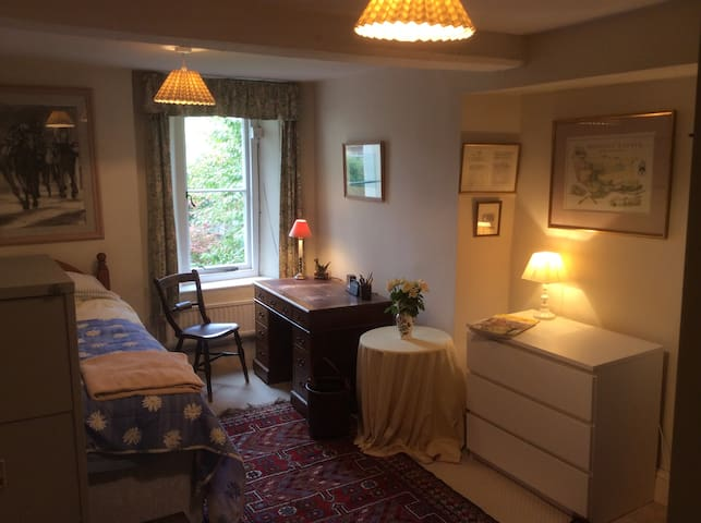 Big Comfy Single Bed In The Cotswold Countryside - Wotton-under-Edge