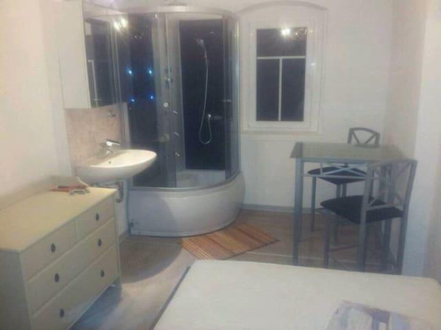 Gästezimmer wahlweise mit Küche - Großschirma - Maison