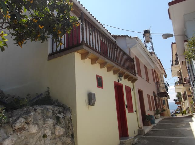 Nafplio Old City, Cozy traditional house - Nafplion - Ev