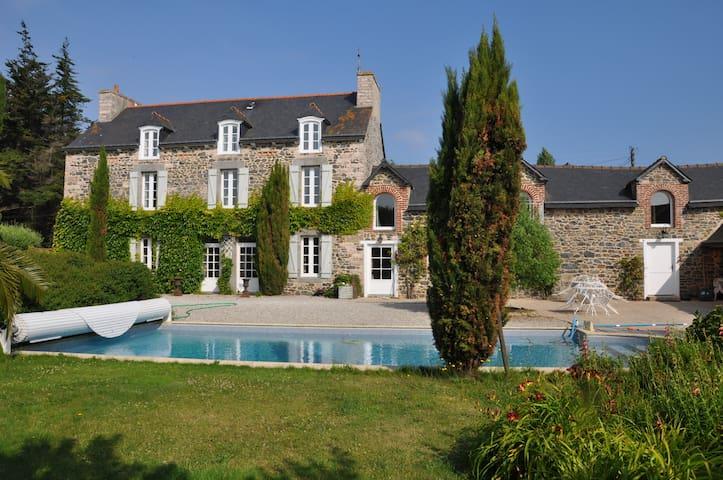 maison de maitre avec piscine,  grand parc arboré - Morieux