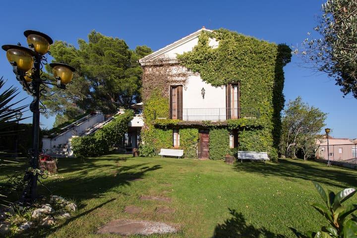 Can Lluro - Sant Feliu de Codines - Huis