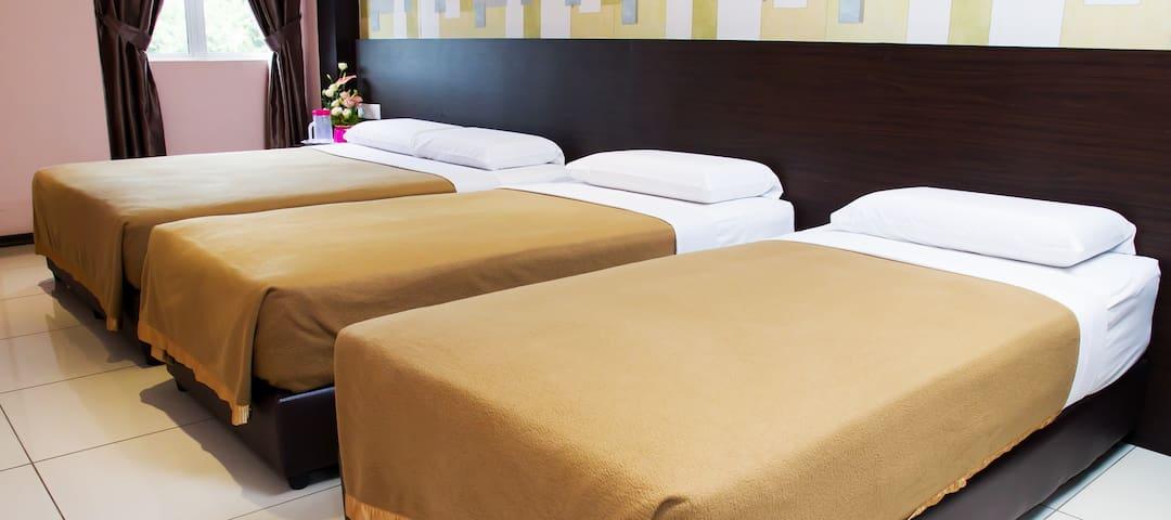 Family Deluxe Room Remember Hotel (Bukit Gambir) - Ledang District