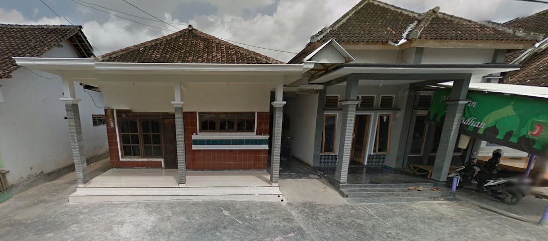 Puger Houses - Sukowono - Lägenhet