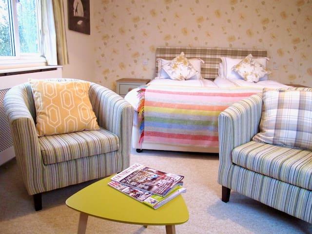 Suffolk Essex borders spacious house - Leavenheath - Bed & Breakfast