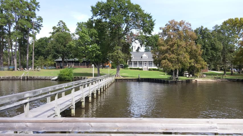 Large House on Lake Marion with Dock - Summerton - Huis