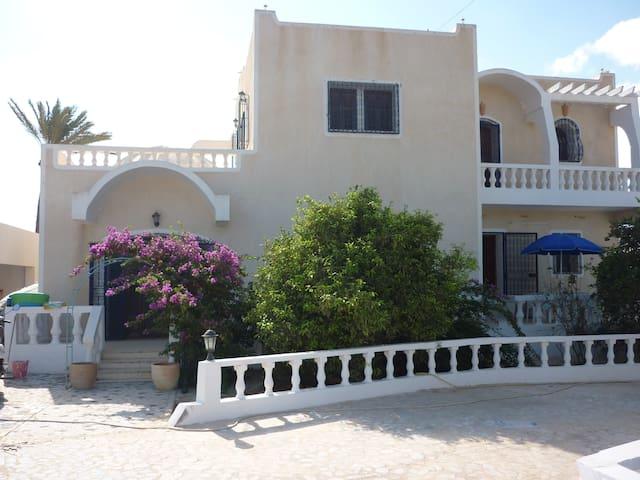 Villa de 350 m2 avec piscine sans vis à vis Djerba - Djerba Midun - Vila