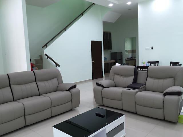 Semi-D homestay at Villa Mutiara - Simpang Ampat