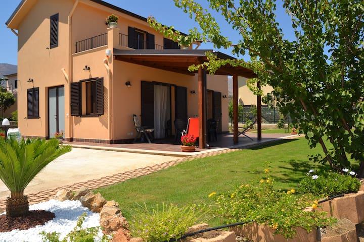 Villa has two steps from the sea - Trabia  - Vila
