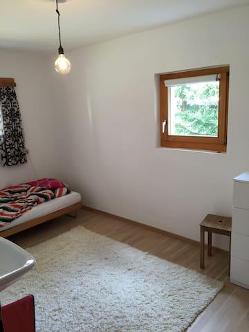 Komfortables Zimmer an zentraler ruhiger Lage - Davos - Apartemen