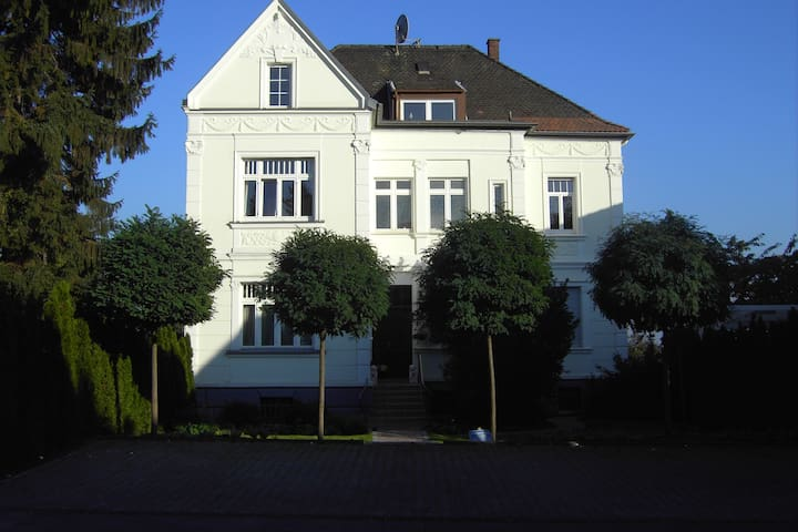 Lovely 2 Roomed Apartment with Views - Brühl - Departamento