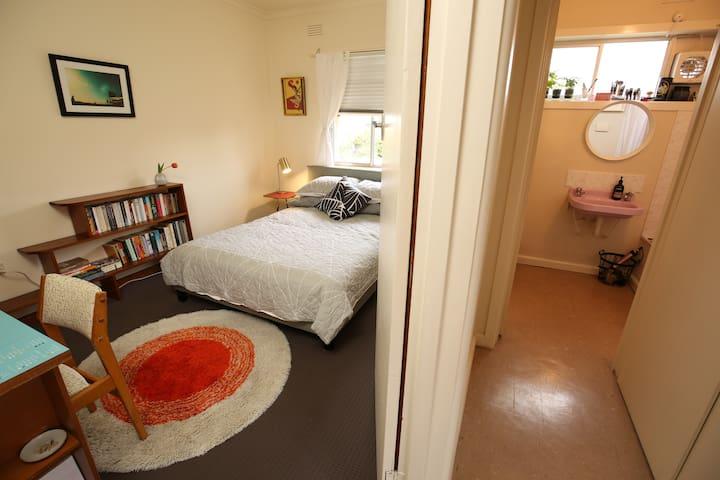 Mid-Century Apartment - Preston - Leilighet
